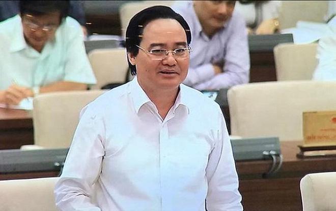 Bộ trưởng Bộ GD&ĐT Phùng Xuân Nhạ phát biểu tại phiên họp của UBTVQH