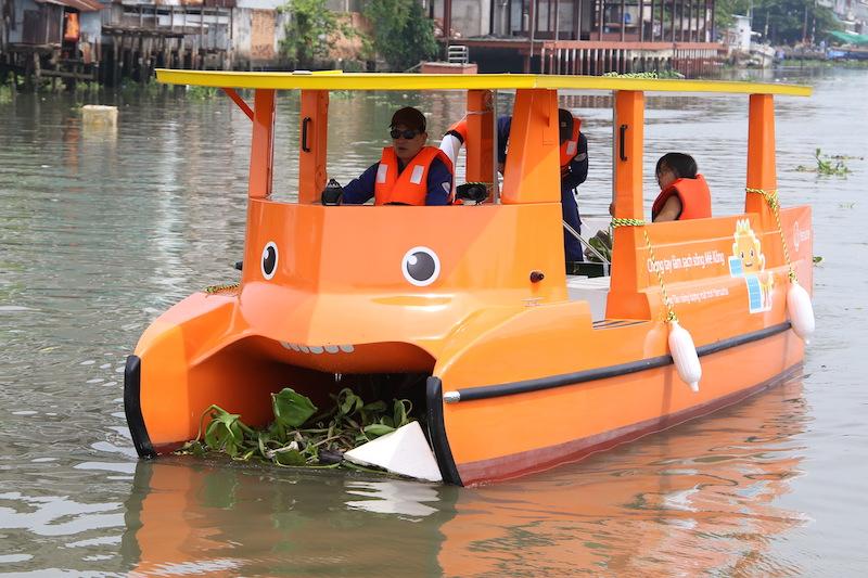 Thuyền chạy bằng năng lượng mặt trời của Hanwha, làm sạch sông mê kong bằng năng lượng mặt trời, chiến dịch làm sạch sông mekong, tập đoàn hanwha,